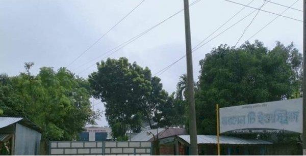 পঞ্চগড়ে মরগেন চা কারখানার তার ছিঁড়ে আহত -১ দূর্ঘটনার দায় কেউ নিচ্ছেনা ক্ষুব্ধ:ভূক্তভোগিরা